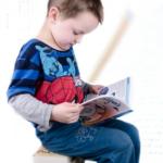 なぜ子どもは同じ絵本を読みたがるのか