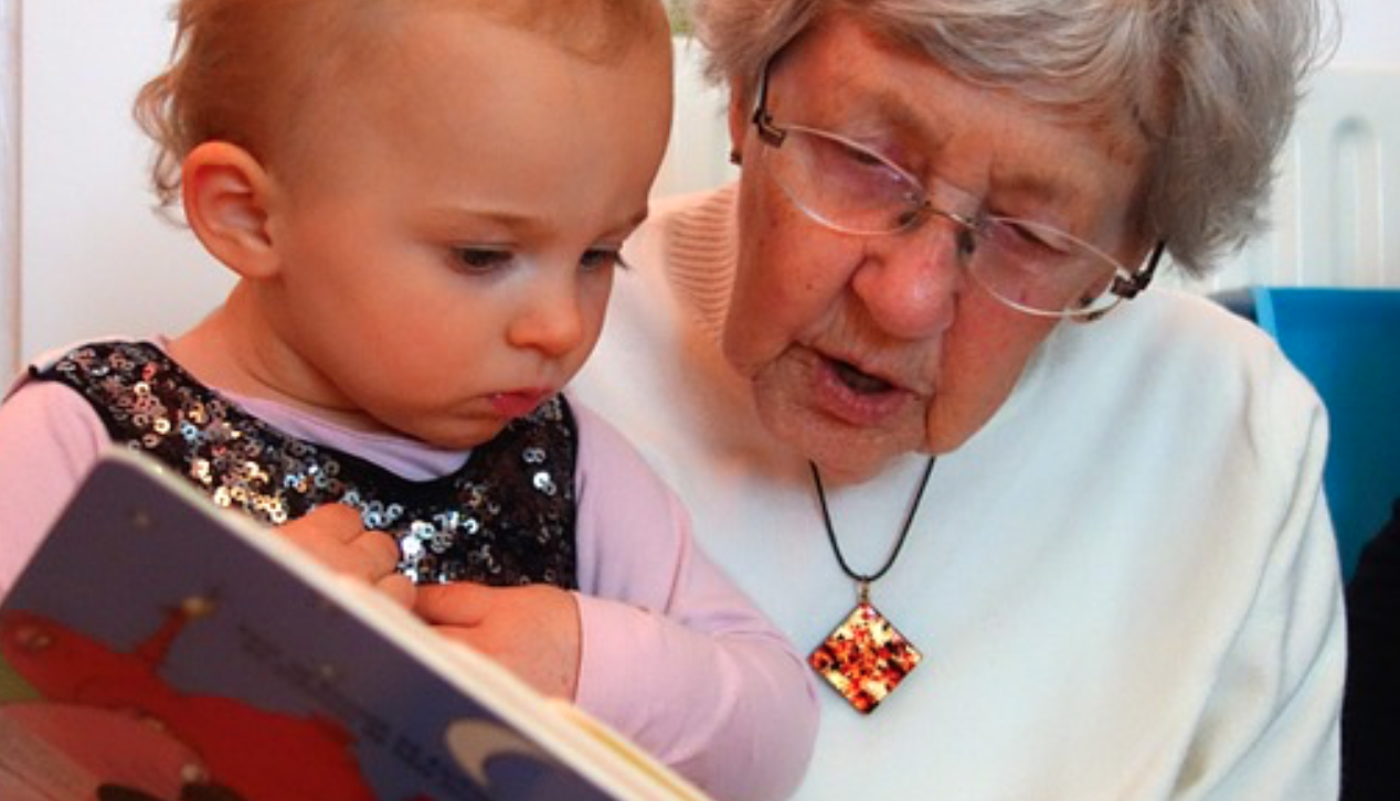 1歳児へ絵本を読み聞かせるコツ