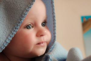 【幼児のオンライン英会話】いつから? 効果と日本語へのデメリットを考えると目安は何歳からより(おうち英語へのご質問)